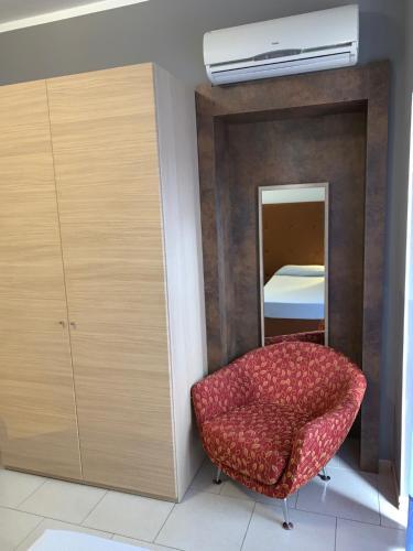 Een bed of bedden in een kamer bij Flying Hotel