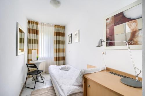 Vonios kambarys apgyvendinimo įstaigoje Zamiany Rooms, metro Ursynow by 404 Rooms & Apartments