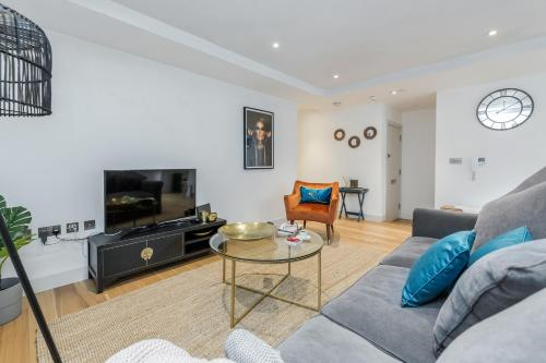 2 Bedroom Apartment - Sentinel Living Serviced Accommodation, Windsor with Free Parking and WiFi