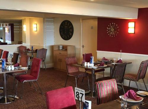 A restaurant or other place to eat at Lyndene Hotel
