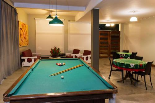 A pool table at Hotel Porto Di Mare