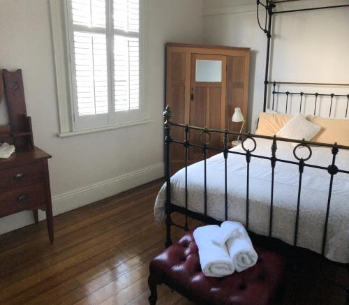 A bed or beds in a room at The Port Masters Lodgings