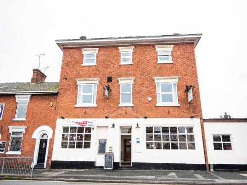 OYO The White Hart Inn