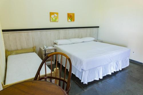 A bed or beds in a room at Hotel Brisa do Japi
