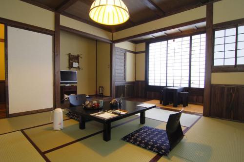A seating area at Kurokawa Onsen Yama no Yado Shinmeikan