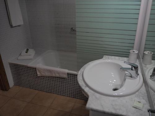 Un baño de Apartamentos Turisticos Aguilas de los Collados