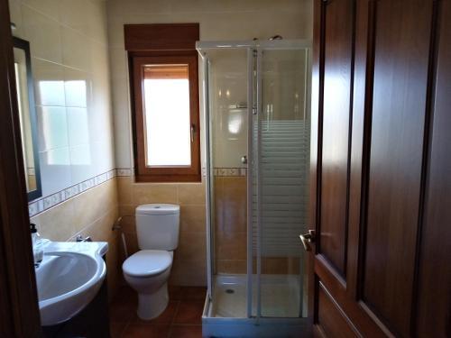 A bathroom at Apartamentos La Regata