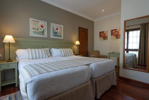A bed or beds in a room at Laguna Nivaria Hotel & Spa