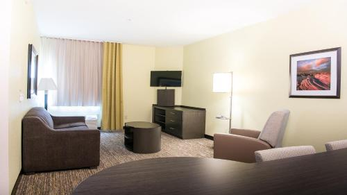 A seating area at Candlewood Suites Bay City