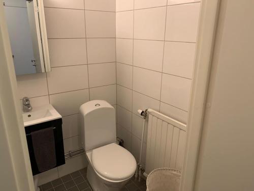 A bathroom at Cute Apartmetn in Stockholm