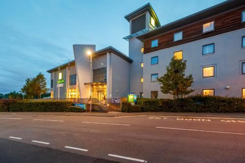 Holiday Inn Express Walsall M6, J10