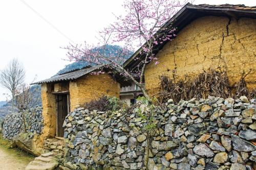Tòa nhà nơi nhà nghỉ nhỏ tọa lạc