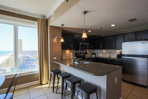 A kitchen or kitchenette at Grand Panama 1-1201 3-bed