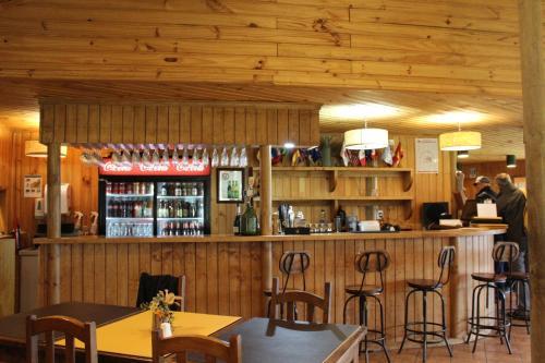 El salón o zona de bar de Hotel del Paine