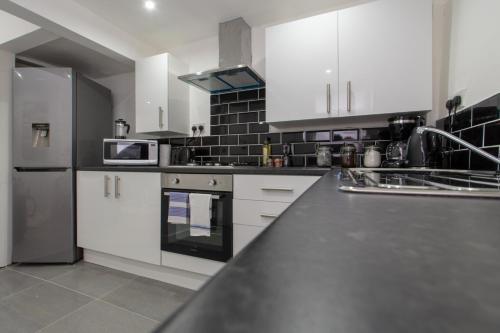 Lux Apartments 3 Bedroom House - Newcombe