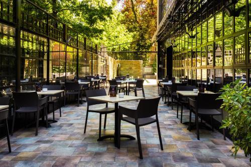 Un restaurante o sitio para comer en Hotel Kennedy