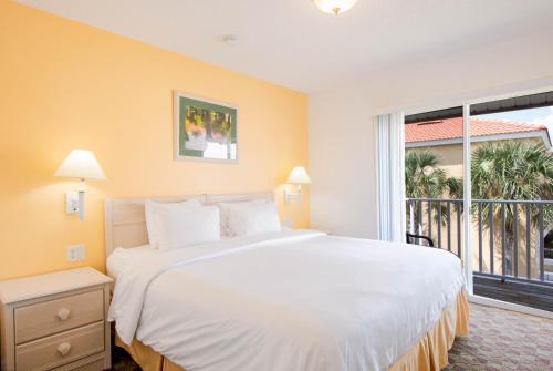 A bed or beds in a room at Hapimag Orlando at Lake Berkley
