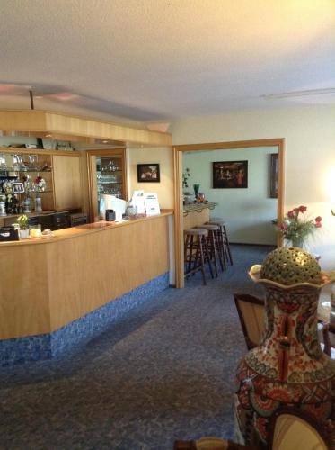 A restaurant or other place to eat at Hotel Zum Stresemann
