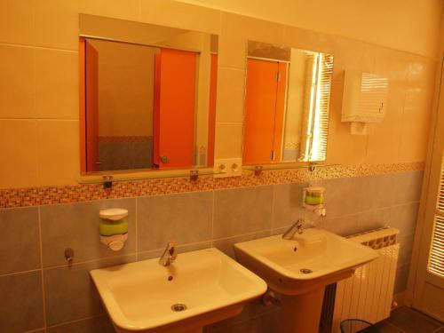 A bathroom at Albergue Luz de Frómista