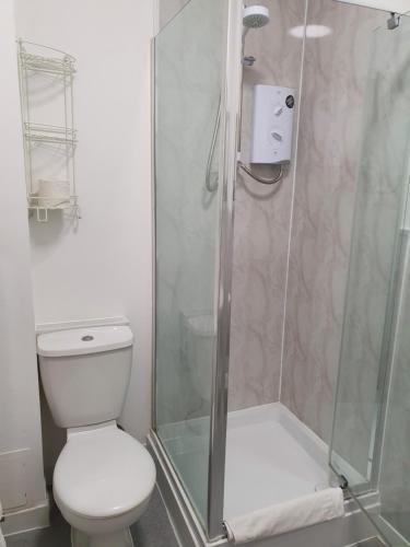 A bathroom at The Flowerpot