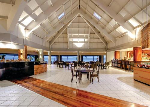 Ресторан / где поесть в DoubleTree by Hilton Fiji - Sonaisali Island