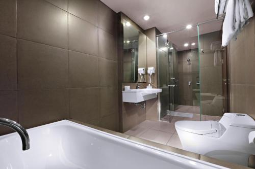 A bathroom at Aston Imperial Bekasi Hotel & Conference Center