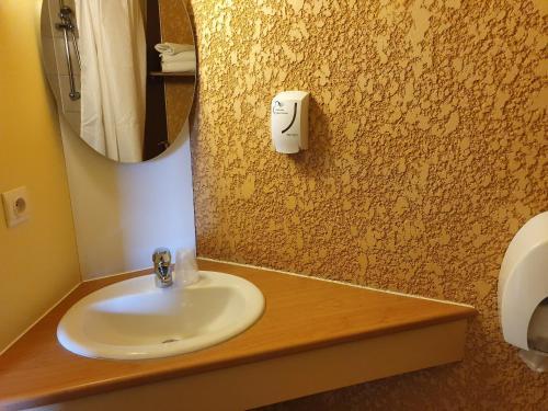 A bathroom at Libre Hôtel