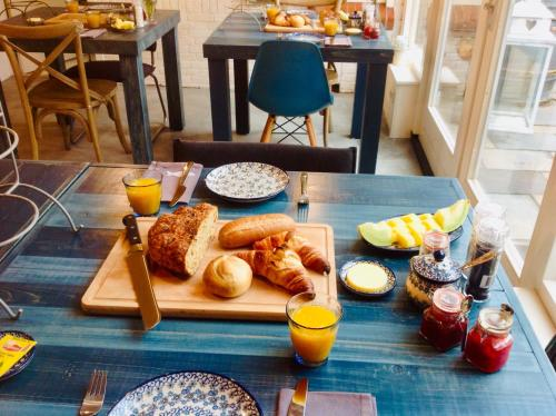 Breakfast options available to guests at Sonop