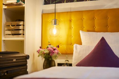 A bed or beds in a room at Hotel Mirabell by Maier Privathotels