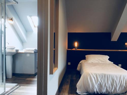 A bed or beds in a room at Hotel Linette