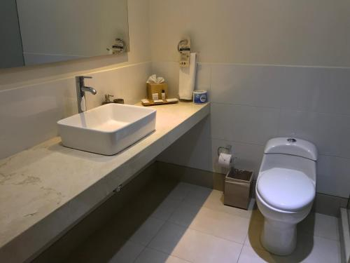 A bathroom at GHL Collection Barranquilla Hotel