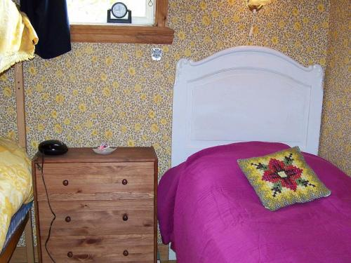 Säng eller sängar i ett rum på One-Bedroom Holiday home in Klövedal