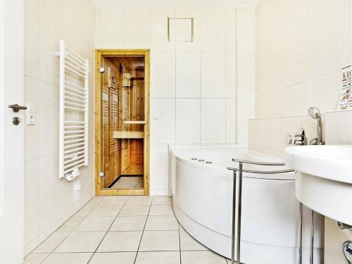Koupelna v ubytování One-Bedroom Holiday home in Großenbrode 4
