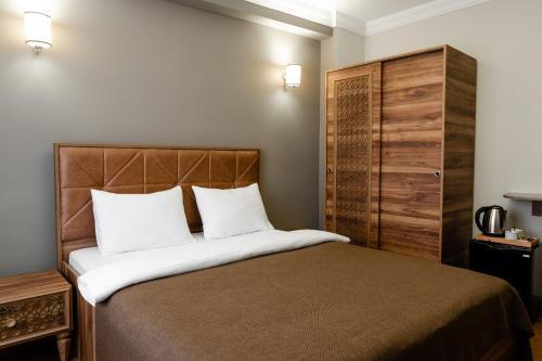 Кровать или кровати в номере madame roza