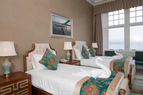 A bed or beds in a room at The Glenburn Hotel
