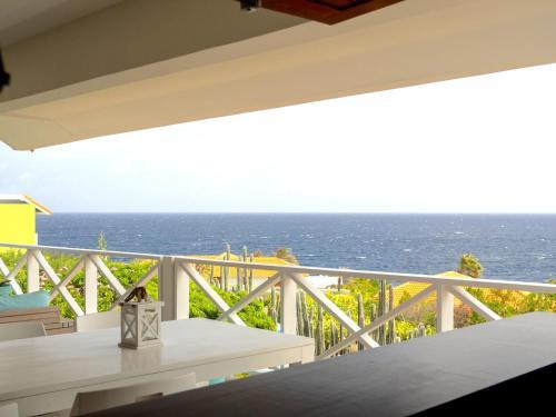 Uma varanda ou terraço em Boca Gentil Bayside apartment - Jan Thiel