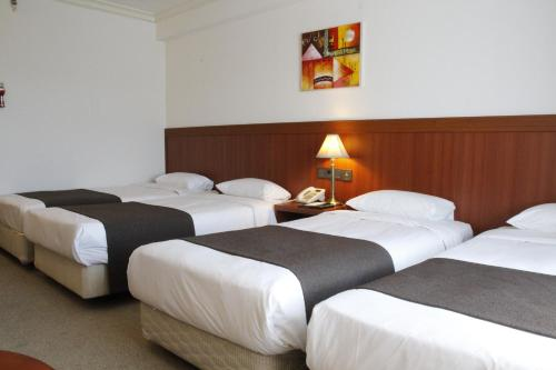 A bed or beds in a room at Commodore Hotel Gyeongju