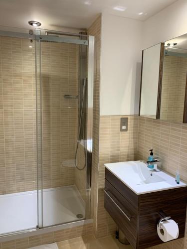 A bathroom at Howburn Residence