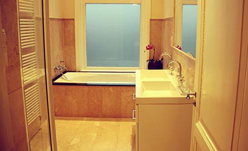 Een badkamer bij Maison Indochine