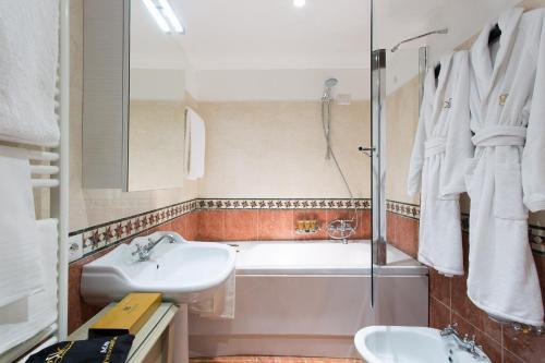 A bathroom at GKK Exclusive Private suite Venezia