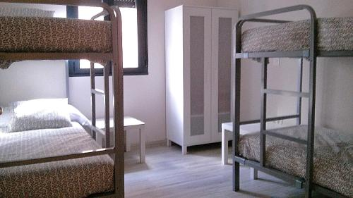A bunk bed or bunk beds in a room at Albergue Muralla Leonesa