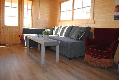 A seating area at Miðsker 1