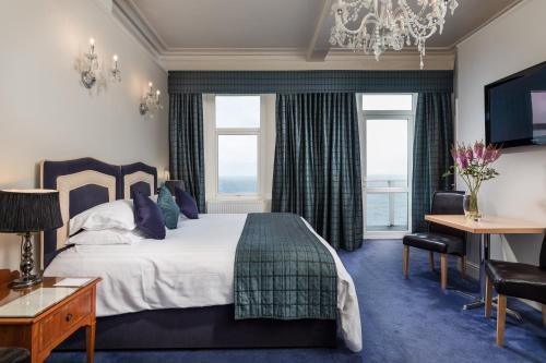A bed or beds in a room at Atlantic Hotel Newquay