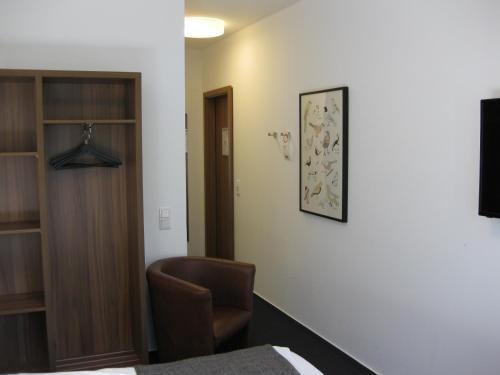 Ein Sitzbereich in der Unterkunft Hotel garni Anger 5