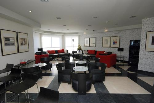 The lounge or bar area at Hotel Los Peñascales - Adults Only