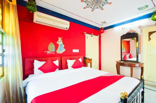 A bed or beds in a room at OYO 28730 Dream Heaven Guest House