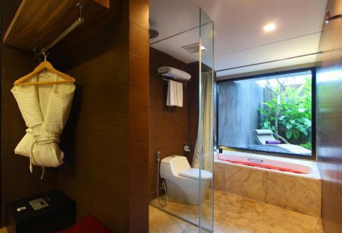 A bathroom at Amaroossa Suite