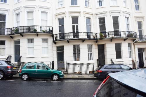 Beautifully Furnished 2 Bedroom Seafront Flat with Large Garden