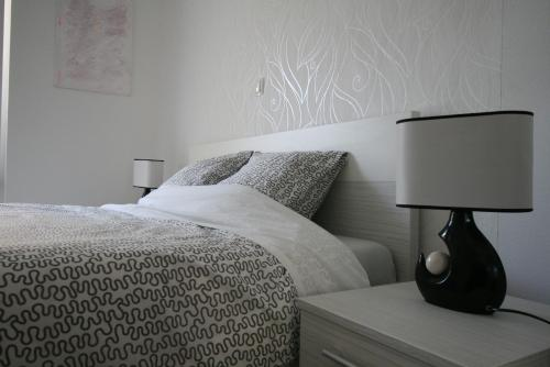 A bed or beds in a room at Apartments Mali Nono