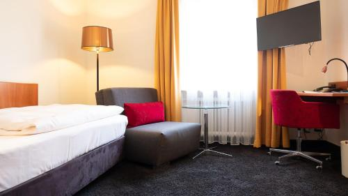 A bed or beds in a room at Hotel Walfisch